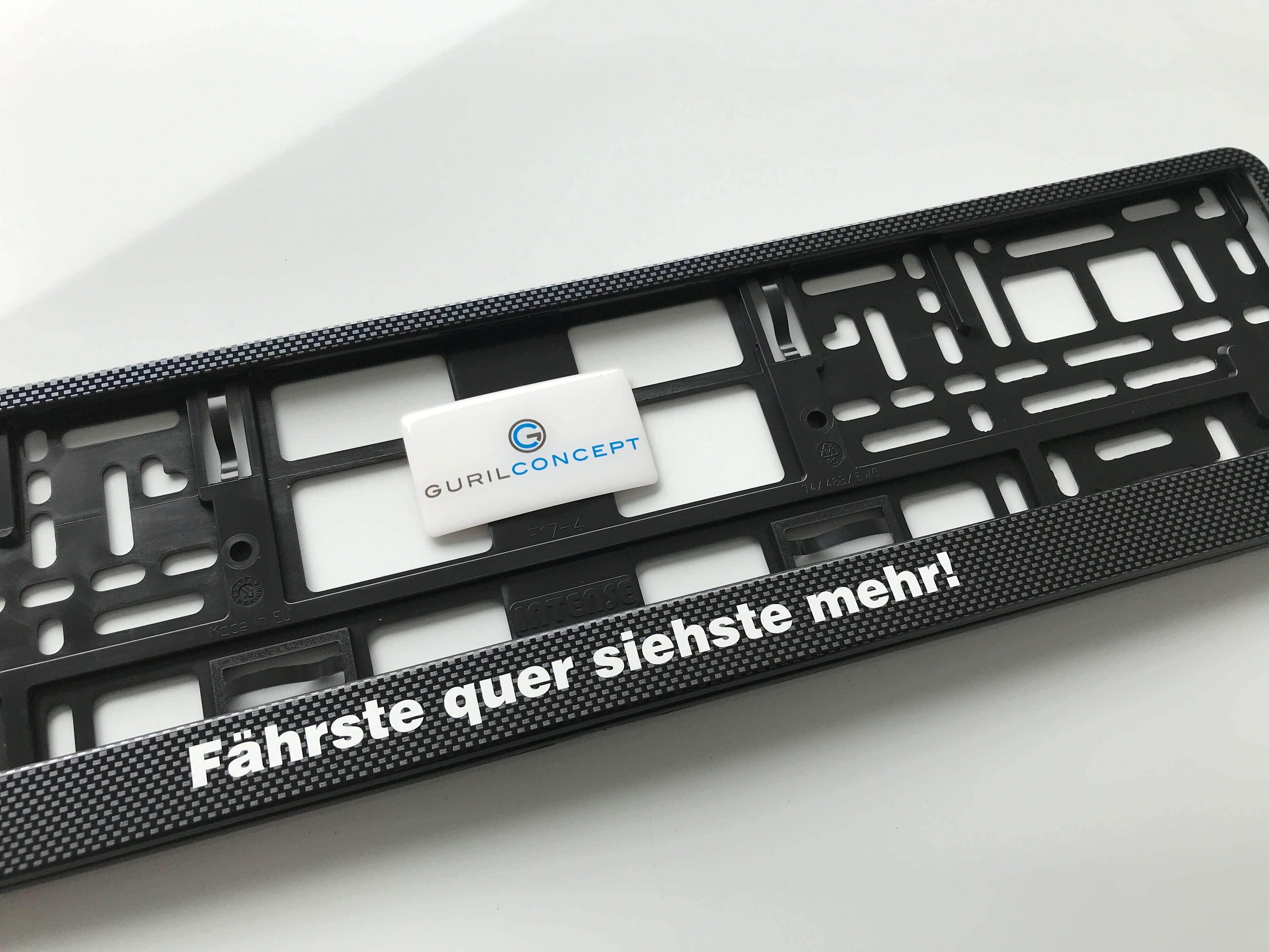Kennzeichenhalterung 520x110mm in Carbon Optik mit eigener Wunschbeschriftung.